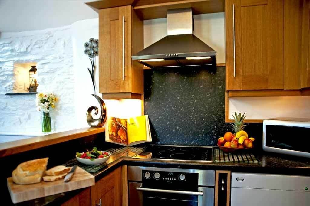 Fully equipped kitchen at Meadowview Cottage at our luxury cottage Cornwall