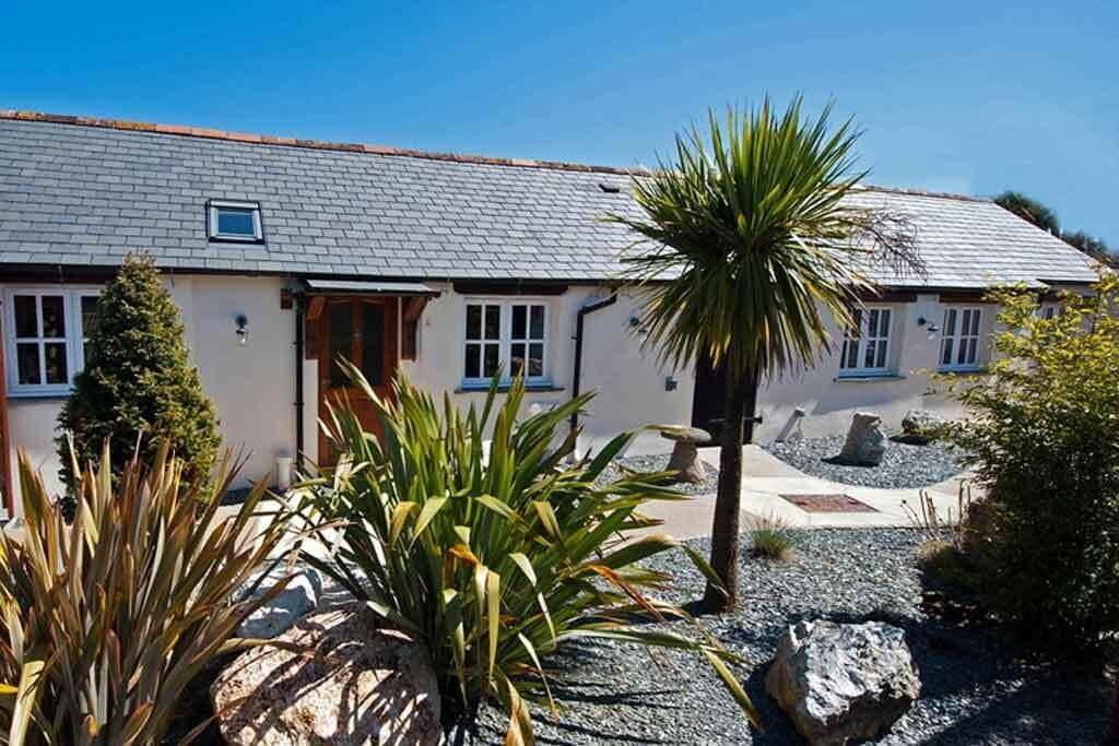 luxury accommodation cornwall housekeeping 5 star cottages Cornwall Meadowview Cottage Llanhydrock House and Gardens a National Trust property in North Cornwall