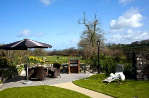 Dining-and-Relaxation-in-the-Garden luxury cottage Cornwall Cornwall Self Catering Luxury